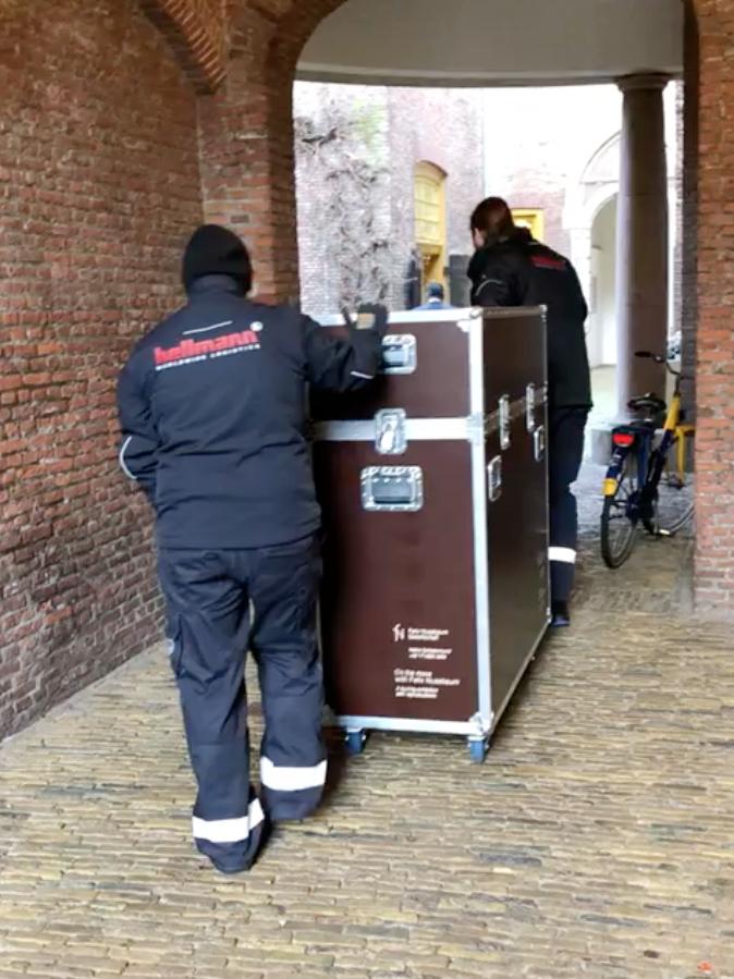 Anlieferung in Haarlem durch Hellmann Logistik