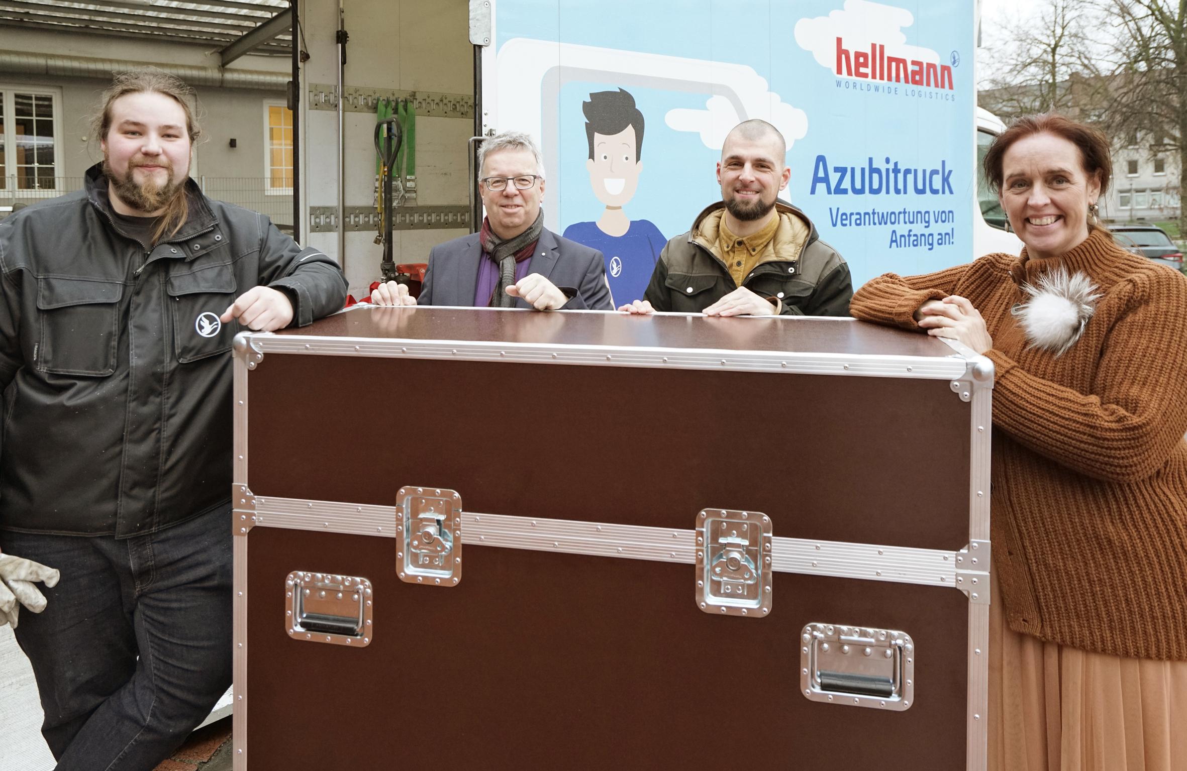 Agentur sec und Hellmann Logistik mit einem Flightcase